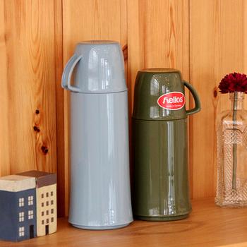 他のオブジェと一緒に並べて楽しむこともできます。実用性もあり、デザイン面も優秀な魔法瓶。ひとつは欲しくなりますね。