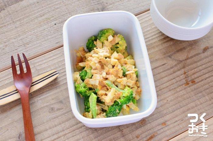 彩りもきれいなブロッコリーとゆで卵のサラダ。栄養も見た目も満点なのが嬉しいですね。