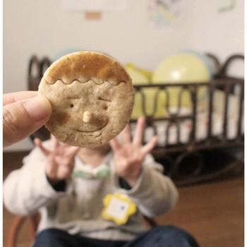 可愛いクッキーなのでこんな遊び方も!可愛らしいクッキーは大人だけでなく、子供も大喜びしてくれそう。