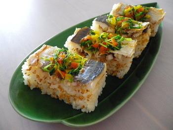 おしゃれな見た目とタバスコペパーソースのピリ辛風味が刺激的なお寿司。おもてなしにもどうぞ。