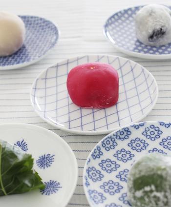 主張しすぎない藍色の紋様は、昔ながらの食器のイメージを残しつつ、どこかモダンな雰囲気も併せ持っています。そのため和洋中、様々な料理にもお使い頂けます。