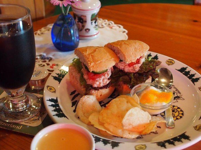 軽食のサンドイッチもまるでスイスで食べているような気分になります。