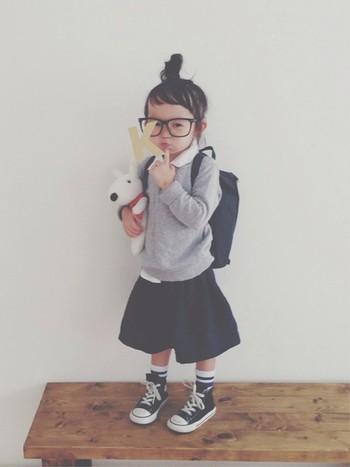 4歳のときにWEARISTA認定されたkeemiiiii(ケミ)ちゃん。トラッドを意識した上品なカジュアルスタイルが得意です。白シャツインのトップスにママの手作りスカートを合わせて。