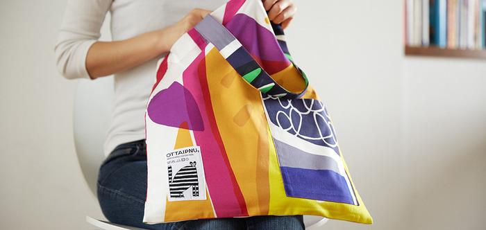 デザインだけではなく機能性も十分。肩に掛けられる持ち手にポケット、そして何より絶妙なバッグの大きさ。普段使いに重宝しそうです。