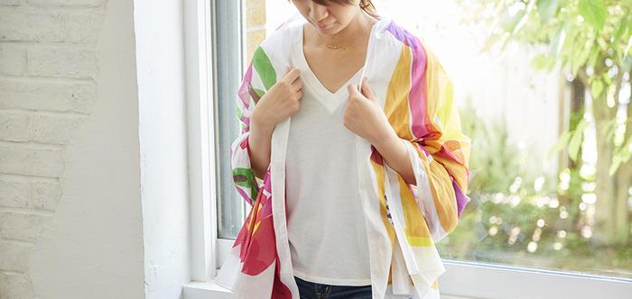 シンプルなコーディネートにさっと羽織るのも◎ おしゃれ上級者な雰囲気です。