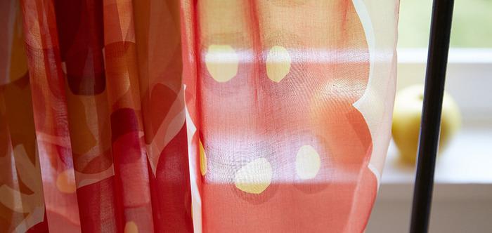 コーデのアクセントに♪ 鈴木マサルさんのテキスタイルが素敵なトート&ストール