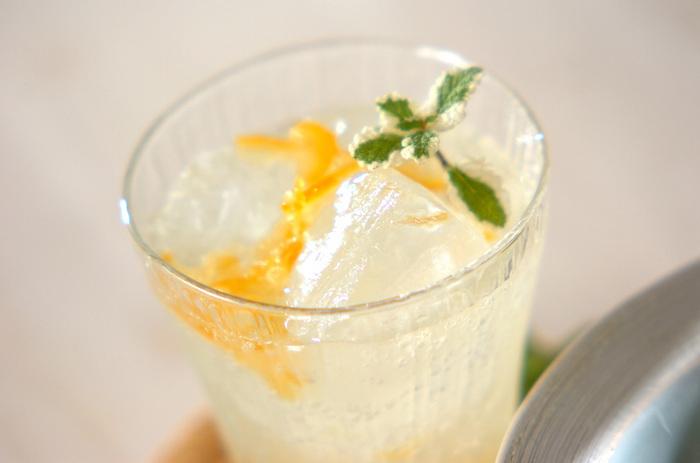 同じ柚子ジャムで、飲み物も作れちゃいます♡しかも炭酸水と混ぜるだけのお手軽レシピ。しゅわわ~とした飲み物は一気に喉を潤せますね。お湯に溶かせばホット柚子にもなります。