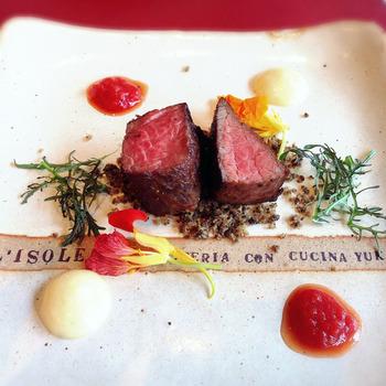 こちらはおしゃれなイタリアンレストラン「L'ISOLETTA(リゾレッタ)」。地元の素材にこだわった本格レストランです。素材を活かしているので味付けはとってもシンプル。素材の旨味をぎゅっと詰め込んだお料理に舌鼓♪淡路牛などのお肉はもちろんのこと由良港でとれた魚介やお野菜もとっても美味しいですよ。
