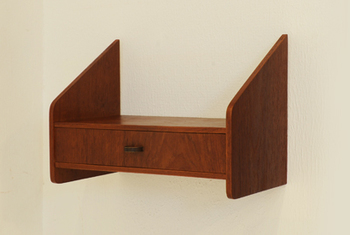 チーク材のデンマーク製ミニウォールシェルフ。壁面に取り付けるタイプ。