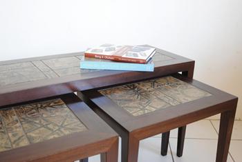 60年代デンマークHaslev製のタイルトップのネストテーブル。タイルはロイヤルコペンハーゲン製。