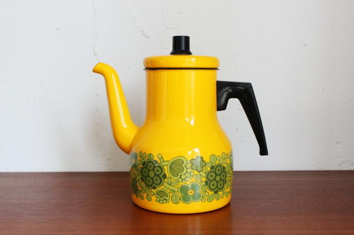 フォルムをカイ・フランクがデザインしたヴィンテージのコーヒーポッド。小物類も良好なコンディションのものを多く扱っています。