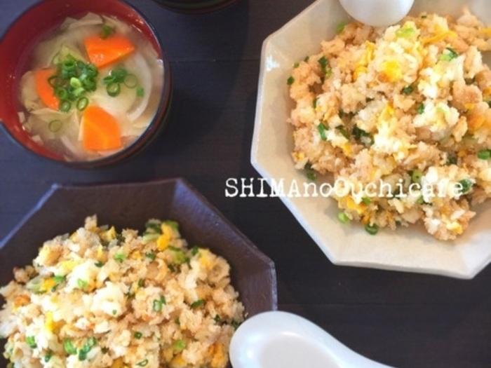温まったフライパンに卵を流し、ご飯を投入。絡まったら明太子を加えてほぐします。刻み葱をくわえたら出来上がり。