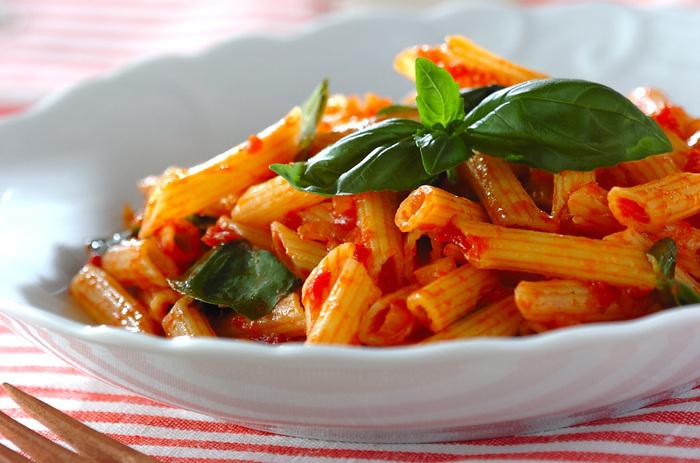 ペンネと言えば「ペンネ・アラビアータ」。トマトの甘さの後に来る、ピリっとした唐辛子の辛さがクセになります。