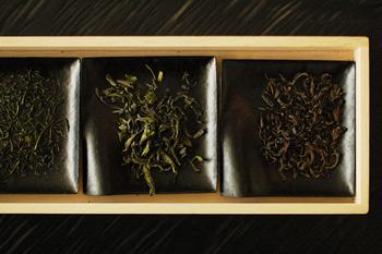 「souen 櫻井焙茶研究所」は、おいしいお茶を提供してくれるだけでなく、現代人の感性にも合う形で、お茶の新しい愉しみや価値観を広げることにも力を注いでいます。茶房では、毎月テーマを決め、セミナー形式の試飲会が開催されています。お茶文化の奥深き世界に触れるいいきっかけになるかもしれませんね。