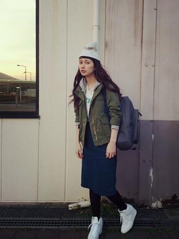 ミリタリージャケットといっても色や形もさまざまで、アイテムやコーディネートによっては、カジュアルにもガーリーにもきれい目にも着こなせるのが魅力です♪