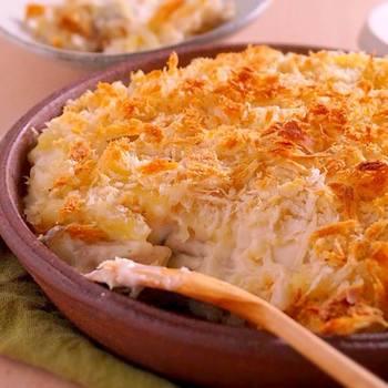 ホワイトソースを手作りしたら、その美味しさを存分に引き立てて食べたいですね。カリカリに焼いたパン粉がポイントです。
