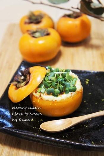 柿をカップにして、くりぬいた柿と柚子が香るホワイトソースを詰めて焼き上げた一品です。柿の新しい美味しさに出会えそうです。