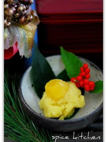 黄金色をキラキラした財産に例えて豊かな年を願う料理。日本各地どこでもとれる栗は、山の幸として『勝ち栗』と言われ縁起がよいものとして尊ばれてきました。豊かさと勝負運を願って食べられます。  家族な豊かな生活を願って作りましょう♪