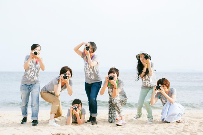 バッチリッポーズを決めてくれた7人の小豆島カメラメンバー。左から坊野さん、三村さん、太田さん、黒島さん、牧浦さん、古川さん、大川さん