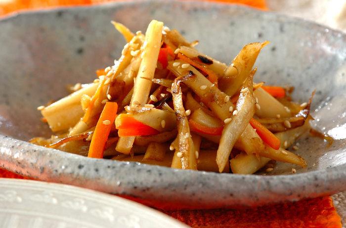 根菜を使って体の中からキレイにしてくれる和食、きんぴらです。食材はセロリや糸こんにゃくなどアレンジがきくのも嬉しい。