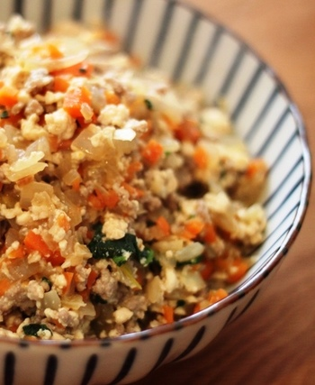 お豆腐と、たくさんのお野菜で作る「炒り豆腐」。味付けも至ってシンプル。砂糖不使用で、素材の味を感じる優しいお豆腐アレンジ料理です。