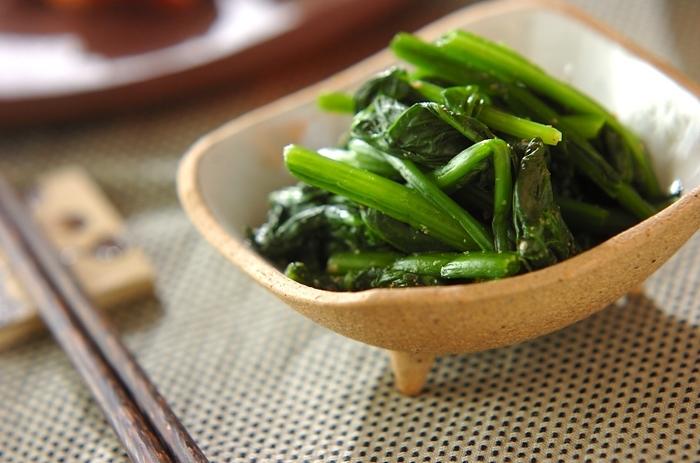 これぞ定番、シンプル。お出汁と素材の味を楽しむ、青菜のおひたしです。こちらはほうれん草のレシピですが、小松菜、水菜、白菜などでアレンジしても◎