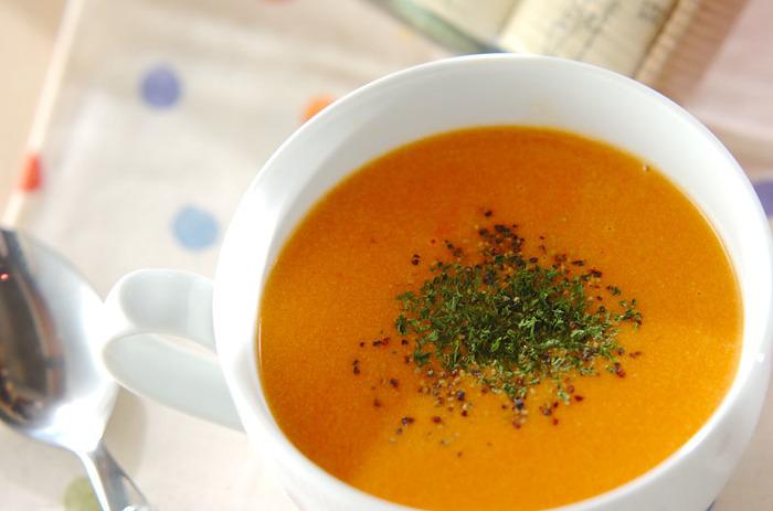肌寒い日は、からだの芯から温まるスープはいかが?プチトマトと玉ねぎを使った、まろやかな味わいにホッとします。