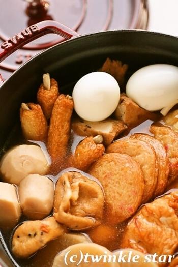 寒い日に食べたいことこと煮込んだおでん。ストウブはじっくり煮込むのが得意。野菜も煮崩れしにくく見た目もおいしいおでんに。