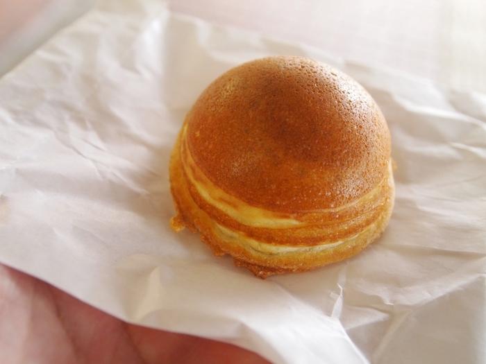 ほっとする優しい色味の、まるくころんとした形。 小さなお子様から年配の方まで、みんなに人気の地元の和菓子です。