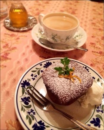 スイーツも充実しています。こちらのチョコレートケーキはビターめの味で濃厚。食後に是非!
