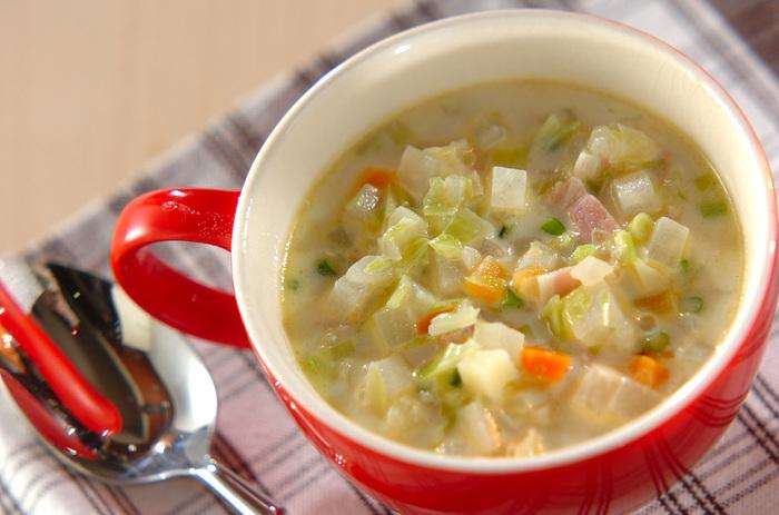 大根やニンジンなどの根菜がたっぷり入った身体温まるスープ。牛乳を入れてまろやかな味になり、洋食にぴったりです。