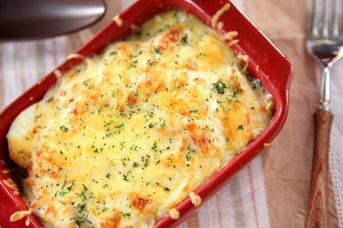 ホックホクのじゃがいもとクリーミーなホワイトソースがベストマッチ。野菜を使ったグラタンの定番はやっぱりポテトグラタン!