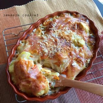 サツマイモに栗と秋の人気の味覚がゴロゴロ入ったグラタンレシピ。ほっくり甘い味わいにお箸が止まりません!