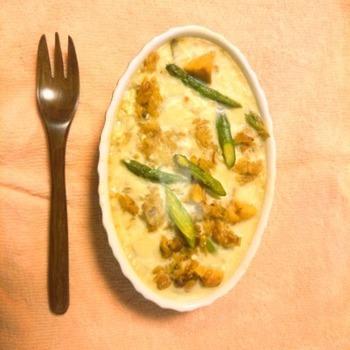 高野豆腐を使ったアレンジレシピです。豆乳に高野豆腐と大豆製品たっぷりなので女性に嬉しい健康ドリアの完成です。