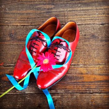 そんな革靴のお手入れをもっと身近に、「歯磨き」みたいに普通なことにしたい。そんな思いで、誰もが楽しく靴磨きを学ぶことのできる「aozora靴磨き教室」を開いている方がいます。