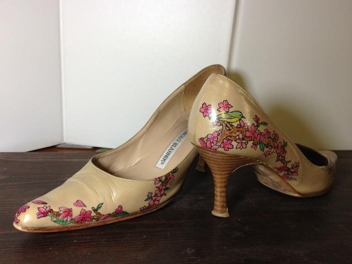 お気に入りの靴はもちろん革製品にこだわらず様々な雑貨にペイントするオーダーメイドも。単なる既製品をそのまま使うよりも、ぐっと愛おしさが増しますよね。「物を育てながら使い続ける」という精神がここにも感じることができます。
