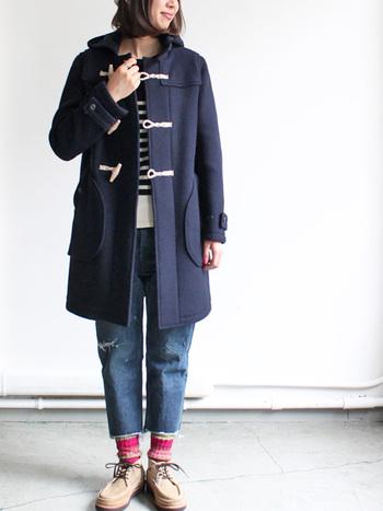 定番だからこそお洒落な着こなしがしたいダッフルコートは、カラーや合わせるアイテムで色々な表情を見せてくれます。ト ラッドな雰囲気を楽しんだり、ナチュラルなアイテムを合わせたりして自分らしい着こなしを見つけてください。