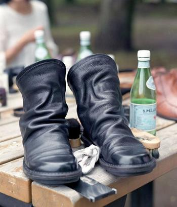 秋冬に履きたくなる革靴。でも革製品のお手入れって自己流で大丈夫なのかな?と不安になることもありますよね。ついついおざなりにしてしまって、気づいたら傷んでいたなんてことも。