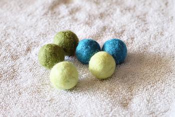 可愛いフェルトボールの完成です。せっけん水をすすぎ、よく乾かしたらでき上がりです。 上手にできましたか? 2色を組み合わせるとマーブルのフェルトボールができますよ♡ 色んな個性あるフェルトボールを作ってみてくださいね!