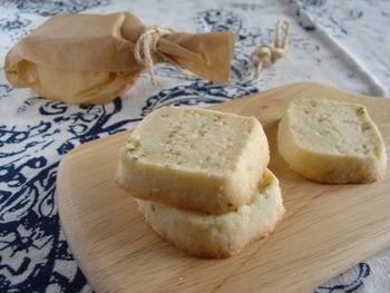 またオレガノはお菓子作りにも使えます。こちらは塩気のあるチーズクッキーにスパイスを効かせた「パルメザンチーズとオレガノのクッキー」。