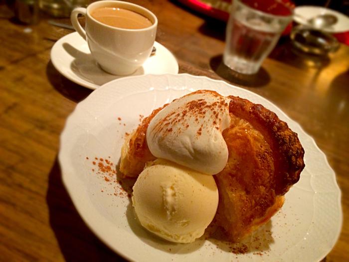 焼きたてのホットアップルパイがおすすめです。コーヒーと一緒に召し上がってみてください。