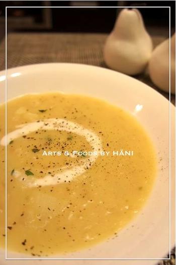 スープに加えても◎!じゃがいもの風味とトロトロ感を存分に活かした、タイムとオレガノが香る簡単ポテトスープです。