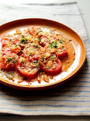 カルパッチョ風に仕上げた、たっぷりのトマトを楽しむレシピ。前菜にもおすすめです!