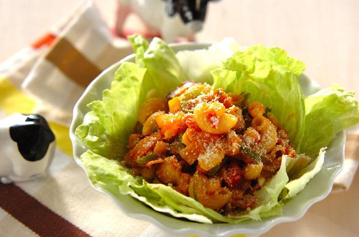 ケチャップ味のマカロニサラダは、どこか懐かしい味わい。常備菜として作り置きしておけば、お弁当にもぴったりです。