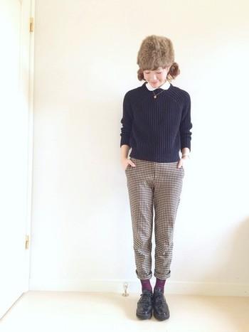 クラシックなスタイルにも、ファー帽子をプラスすればいつものスタイルとは違った雰囲気に仕上がりますね。