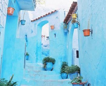 外国の街の色彩も、鮮やかなままに写真に残すことができます。その街の雰囲気までもが不思議と写真の中に閉じ込められているようです。