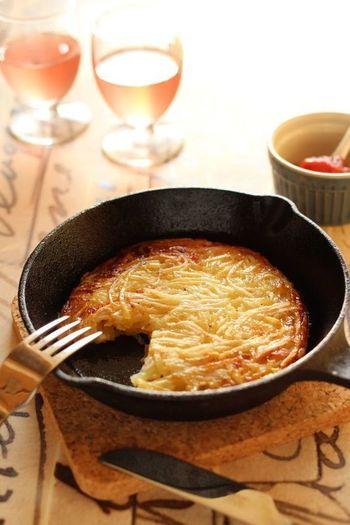 チーズのカリッとした香ばしさと、少し食感も残っているもっちりポテトの相性は抜群!美味しくないわけがありません。トマトケチャップはもちろん、色んなソースと合わせても美味しそうです♪