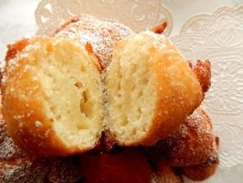 じゃがいもで作るドーナッツです。ポイントは生のじゃがいもを使うこと。それだけで、ふわっとした食感になるそうです♪