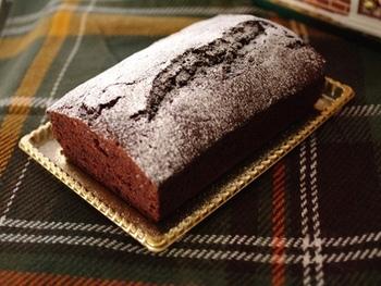 デザートには製菓用のココアを使ったチョコレートケーキはいかがですか?ワンボウルで混ぜて焼くだけの簡単レシピなので、ケーキ作りの初心者さんでも挑戦できますよ!