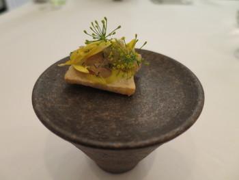 山本健一シェフがオーナーを務めるアルシミストは、オープン1年目にして星を獲得した注目度の高いモダンフレンチのレストランです。